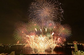 """Autumn Fireworks"" lit up the night sky over the Port of Nagoya."