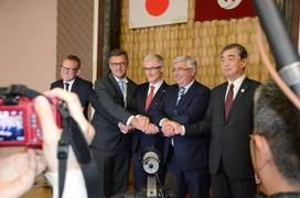 Photo: Minister-President of Flanders, other Belgian officials and Mr. Takayuki Kondo, the Executive Vice President of the Nagoya Port Authority at the ceremony